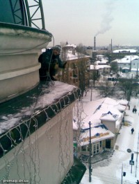 Монтаж новогодних гирлянд на здании (Пожарная площадь)