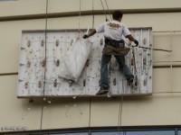 Демонтаж рекламной конструкции на стене Донецк-Сити (после урагана) - по этапам