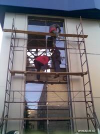 Остекленение фасада здания промышленными альпинистами, Донецк