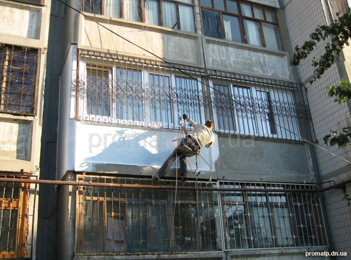 Высотный монтаж кондиционеров - промышленный альпинизм